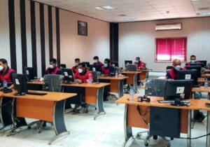 برای اولین بار در کشور/ آزمون و ارزیابی علمی آنلاین آتشنشانان پتروشیمی کارون انجام شد 